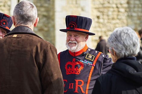 Yeoman Warder speaking to visitors at the Tower