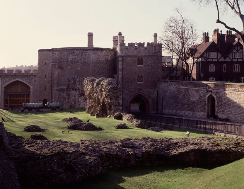 A view of the Wakefield Tower, the Bloody Tower, the Coldharbour gate and the wall of the inmost ward, from north. Photograph dated 1987.