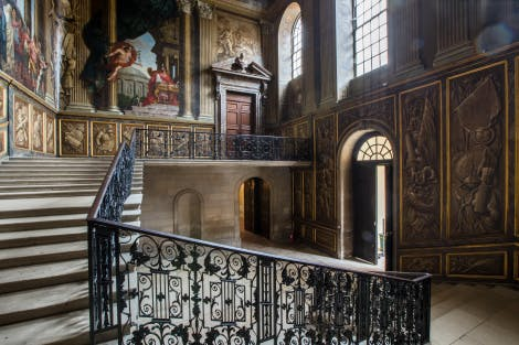 The King's Staircase, looking south. Mural paintings by Antonio Verrio partially seen on the left.