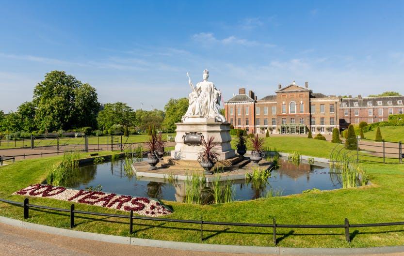 Statue of Victoria at Kensington Palace