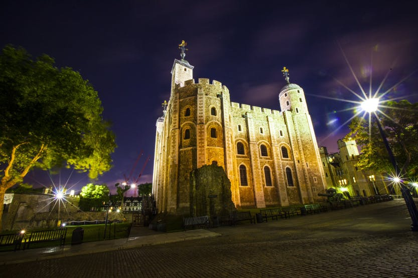 The White Tower of the Tower of London at night