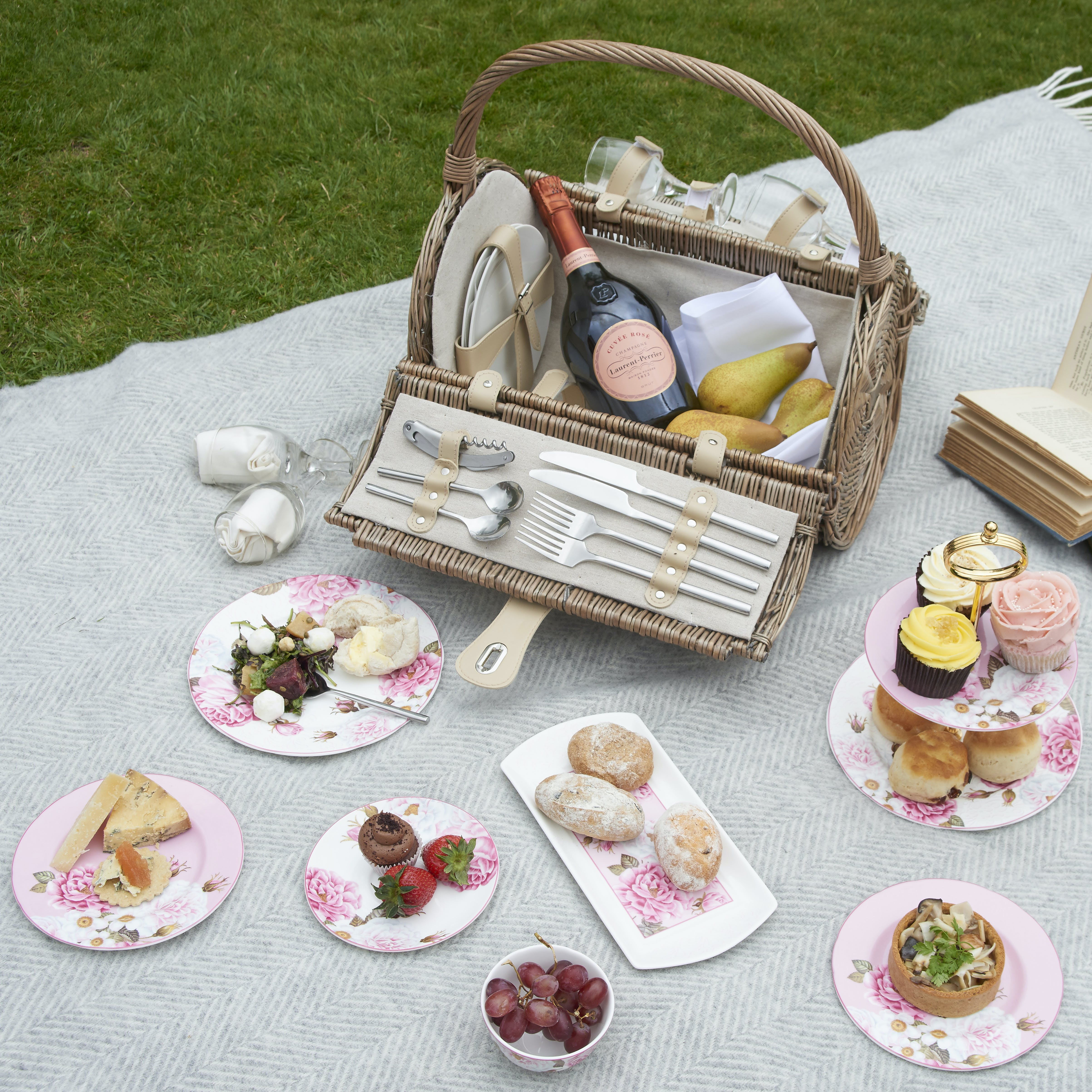 Lifestyle imagery of picnic ware
