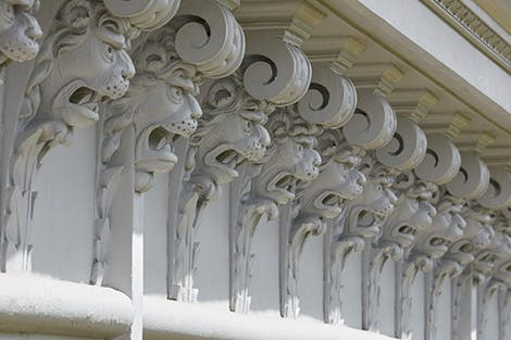 Lion's head cornice on the exterior of the King's Gallery, constructed in 1695