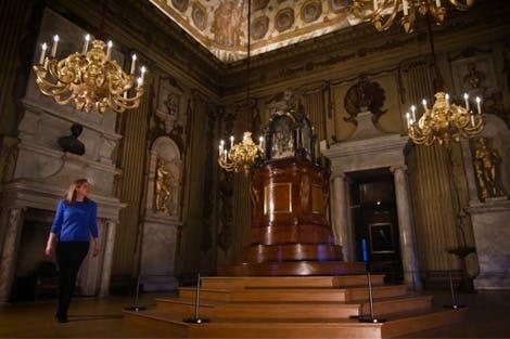 Dr Sally Tuckett visits the Cupola Room at Kensington Palace.