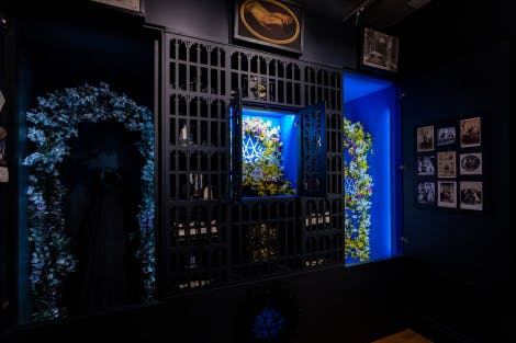 A black and blue art installation exploring themes of grief in a museum display room