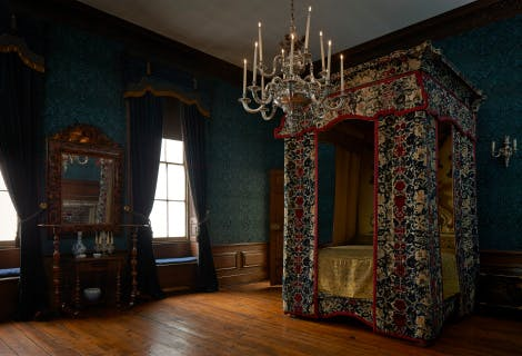 The Queen's Bedroom, looking north west. This room was used by Queen Mary II as her State Bedroom. The state bed in the room today is traditionally regarded as the bed made for King James II and Mary of Modena. It is sometimes known as the 'warming pan bed' and is associated with the birth of Prince James Francis Edward Stuart (the 'Old Pretender') at St James's Palace in 1688.