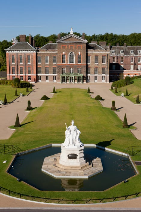 An image of the East Front of Kensington Palace showing the statue of Queen Victoria.