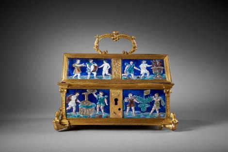 Gold and enamel box with putti decoration