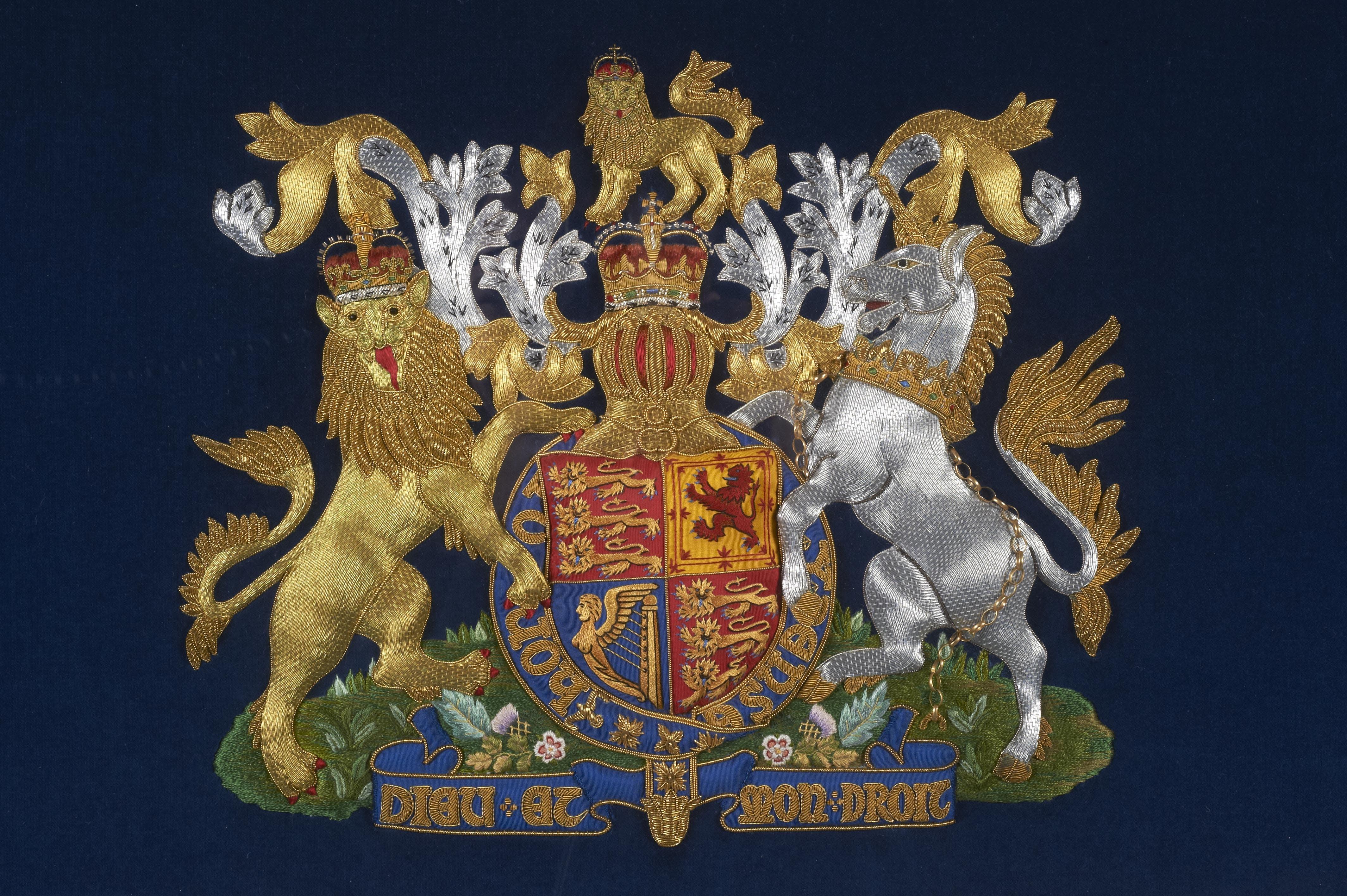 Royal School of Needlework crest
