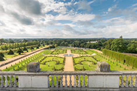 The Privy Garden looking south from the roof of the palace. In 1995 the garden was restored to King William III and Queen Mary II's original 17th-century design in the form of a cutwork parterre with topiary.